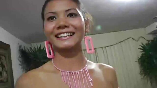 Kotora Mafune Jav Idol se burla triple x gratis de su traje de baño One Peace Pu