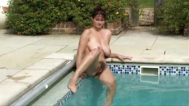 Freaky rubia cine x en castellano emo chick está ansiosa por saltar sobre esa baqueta