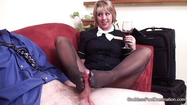 hermosa bailarina muestra sus hermosos pies y su pornografia triple xxx impresionante cuerpo 2