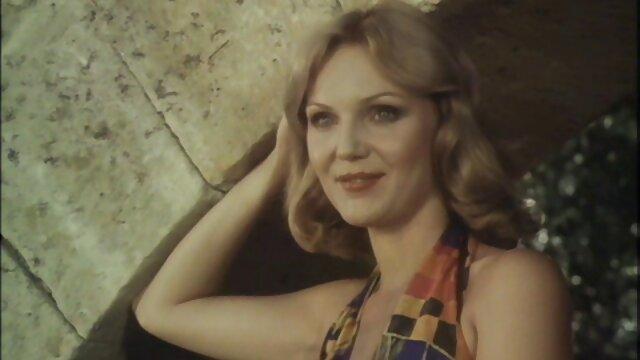 Linda rubia adolescente en el parque. peliculas x años 70 Video voyeur