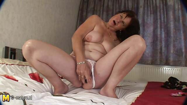 Caliente xxx pornográfico rubia amante Skyler pateando la pelota