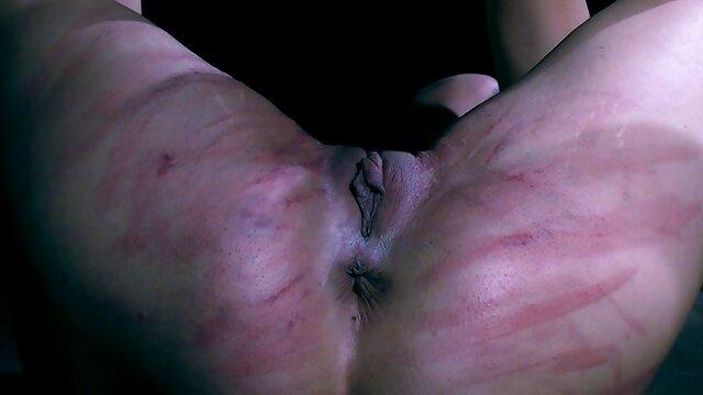 La caliente Stepesis película de pornografía para adultos Niki Snow es perforada