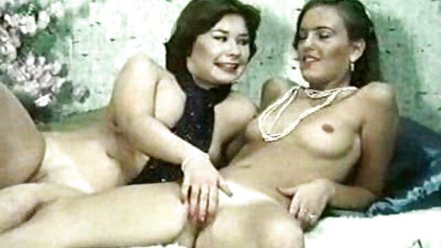 Skye West - La chica de gafas chupa una polla ver videos triple x gratis - Conozco a esa chica