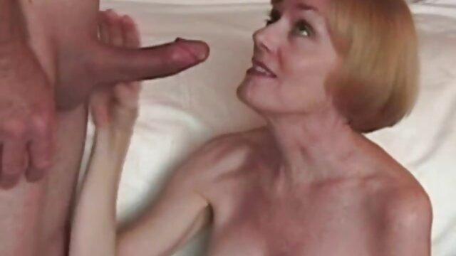 Pobre marido observa como follan a su esposa peliculas x clasicas