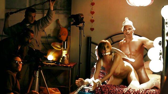 Pillada follando a cine x torrent la rubia Aubrey Addams al aire libre