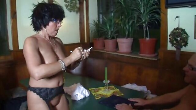 Seductora sexo triple xxx gratis elegante milf tittyfucks y chupa