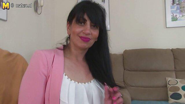 Mamá viendo a su dulce peliculas mexicanas x deslizar ser clavada
