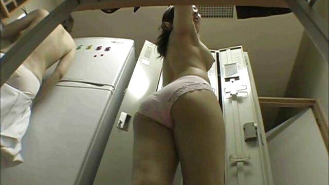 ¡La muñeca de látex películas pornográficas para adultos gratis RubberDoll lleva a Rubberella al orgasmo a gritos!